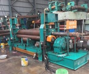 Upper roll bending machine with pre bending function
